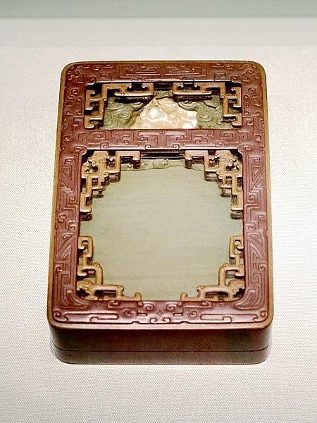 450px-松花石雕海水龙纹池砚08952