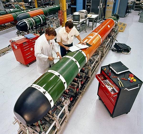 641px-Mk_48_torpedo_maintenance_1982