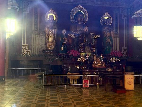 新竹靈隱寺佛像與孔明像