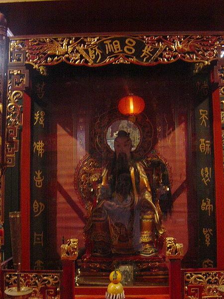 450px-Lu_Dongbin,_Wan_Chai_Pak_Tai_Temple_-_27-12-2006_1-43-34