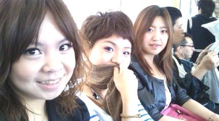 宿舍朋友陳葳和奈緒美。