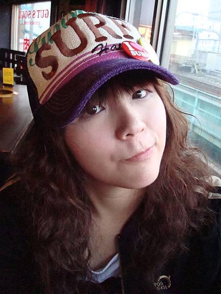 老娘送的帽子。