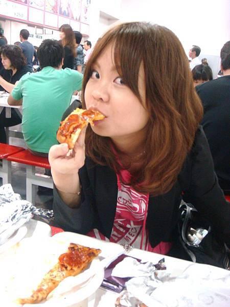 大吃的奈緒美。