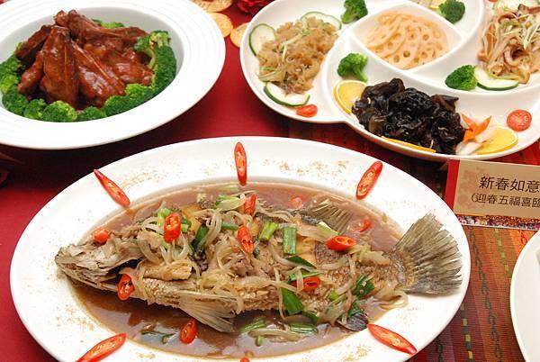 年菜外賣禮盒內含秘製胡椒鮮鱸魚等6道菜餚.jpg