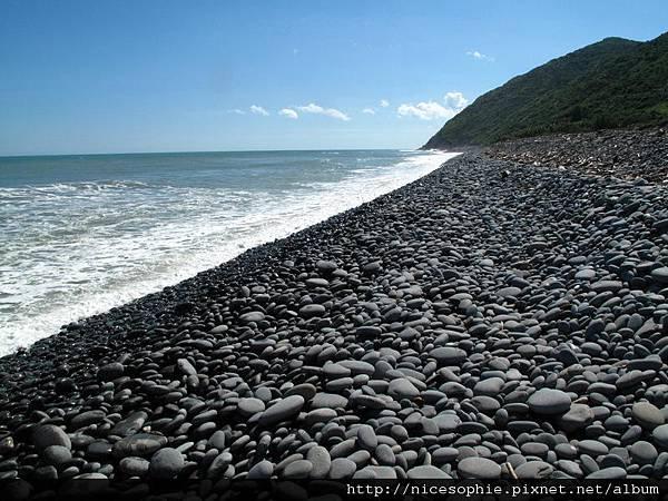 7-達仁溪到219峰前的鵝卵石海灘.JPG