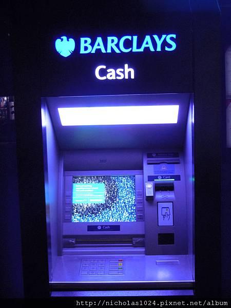 英國巴克萊銀行提款機