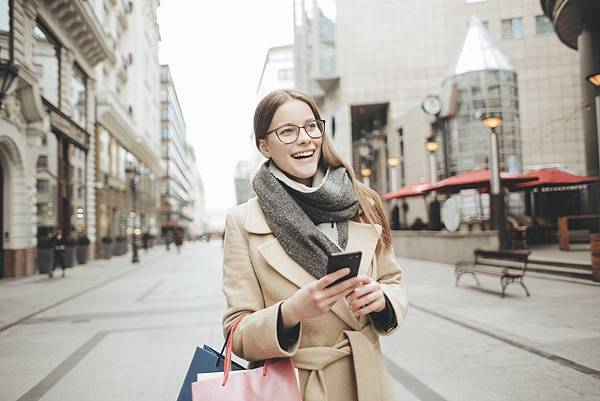 woman-in-brown-coat-and-gray-scarf-holding-shopping-bags-3784394.jpg