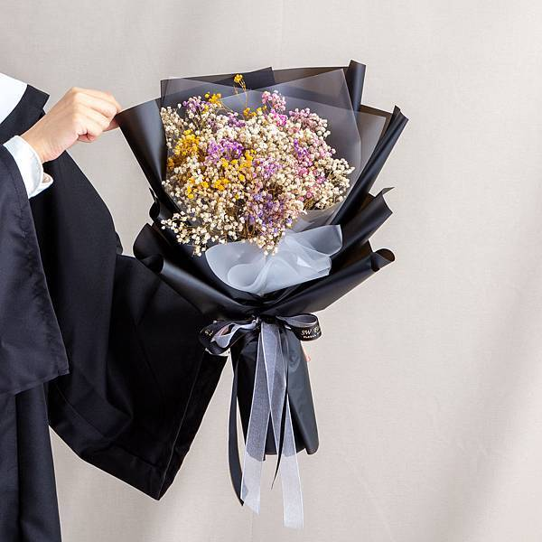 年輕人的最愛 黑色包裝彩色滿天星乾燥花束 情人節花束 畢業花束 大型花束