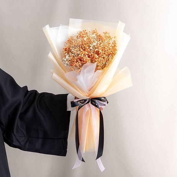 年輕人的最愛 橙色包裝橙色滿天星乾燥花束 情人節花束 畢業花束 大型花束