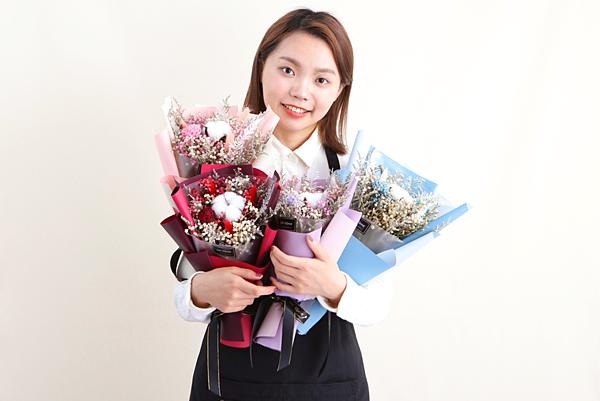 小薇花藝韓式花束經典款紅色,粉色,紫色,藍色