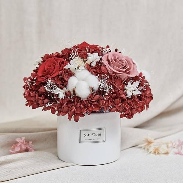經典款不凋花桌花 永生花 乾燥花 桌花設計 酒紅 圓形 大型桌花 白盆