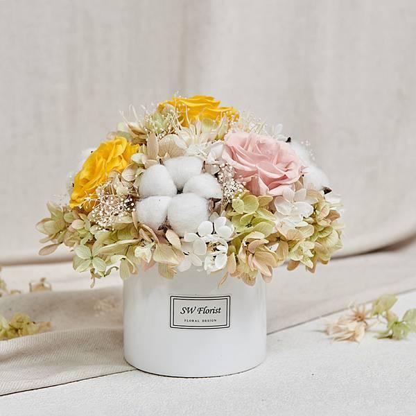 經典款不凋花桌花 永生花 乾燥花 桌花設計 柳黃 圓形 大型桌花 白盆