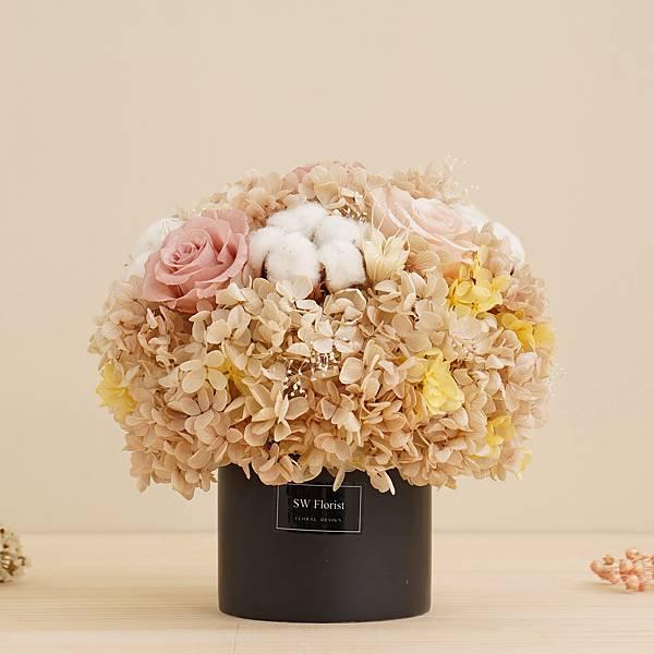 經典款不凋花桌花 永生花 乾燥花 桌花設計 奶茶裸杏色 圓形 大型桌花 黑盆