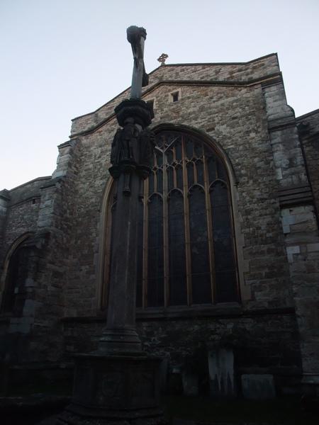 英國墳墓旁的教堂~~有陰森到