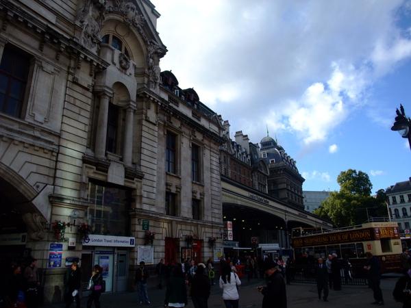 Victoria車站的另一個門~