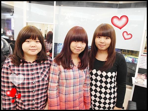 黑色是朋友另外二個是姊妹