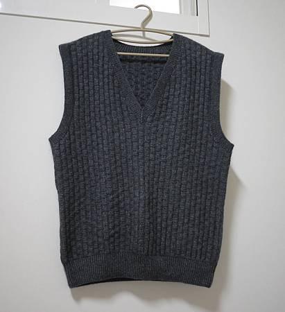 (十一):男士V領格子紋背心-1