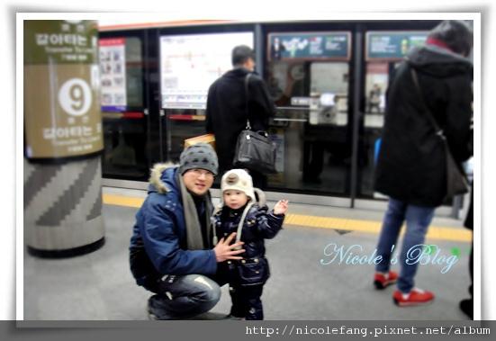 米比第二次搭地下鐵4.JPG