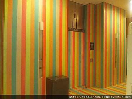 場邊的電梯
