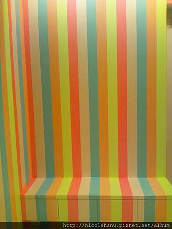 展場旁邊的椅子