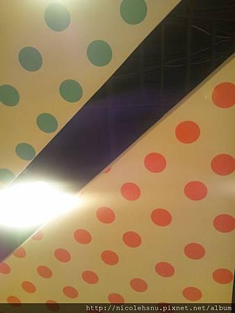 近拍頭上的天花板