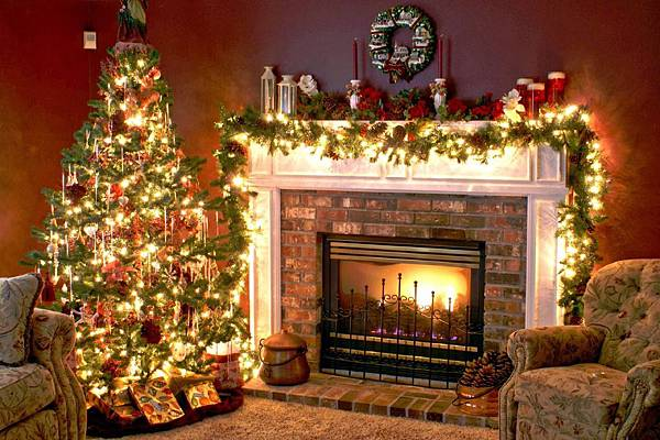 christmas-living-room-with-fireplaceinterior-29-fancy-christmas-decorating-ideas-for-your-interior-aaeyi1o1.jpg