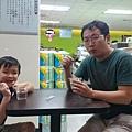 竹北高鐵旁全家吃冰淇淋