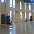 拔拔公司體育館打羽球
