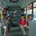 四人行搭免費公車要去新竹巨城騎士堡