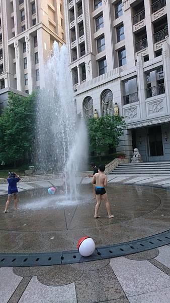 香香姨社區玩水