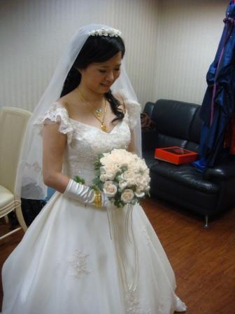裝羞澀的新娘子