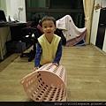 很愛玩洗衣籃