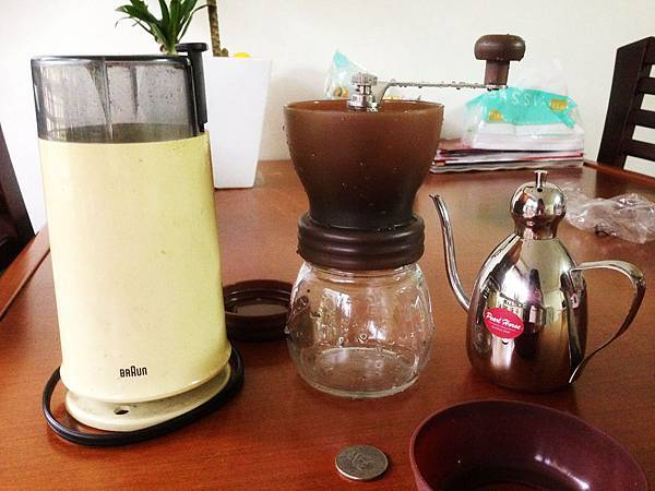 Tiamo 密封罐陶瓷磨豆機6.JPG