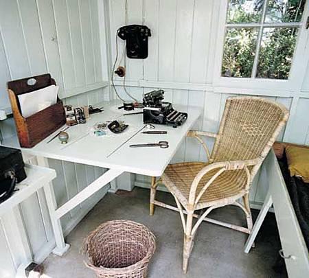 Bernard Shaw 的 writing hut ~02 (擺設依舊)