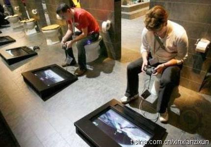 廁所玩 game.jpg