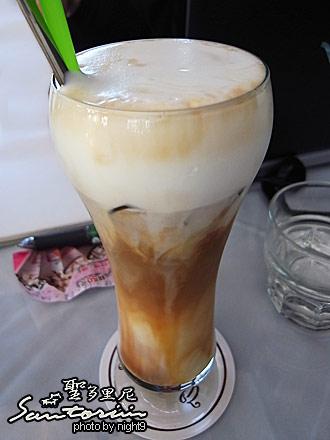 聖多里尼海岸咖啡~冰拿鐵