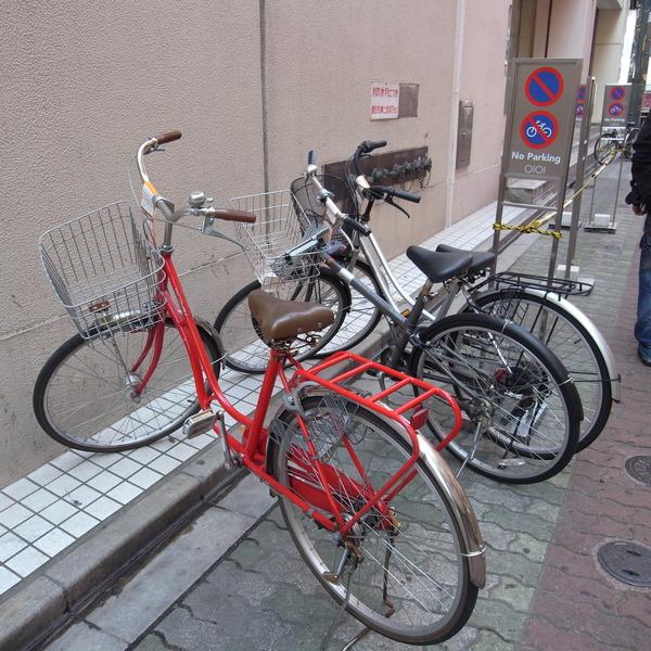 雖然不能停,還是停的很整齊的腳踏車
