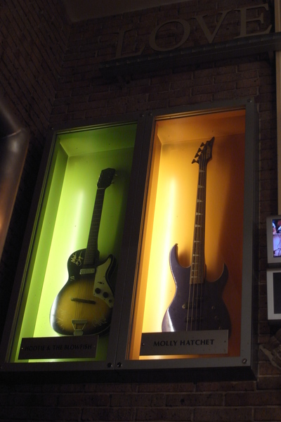 JR上野駅Hard Rock rock star guitar