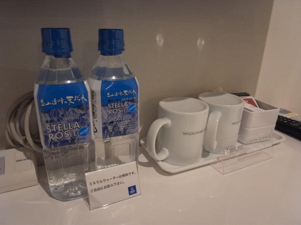 無料礦泉水‧茶包