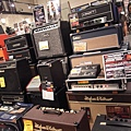 堆的滿滿乾淨整齊的amp