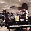 Roland的三角電鋼琴,很短