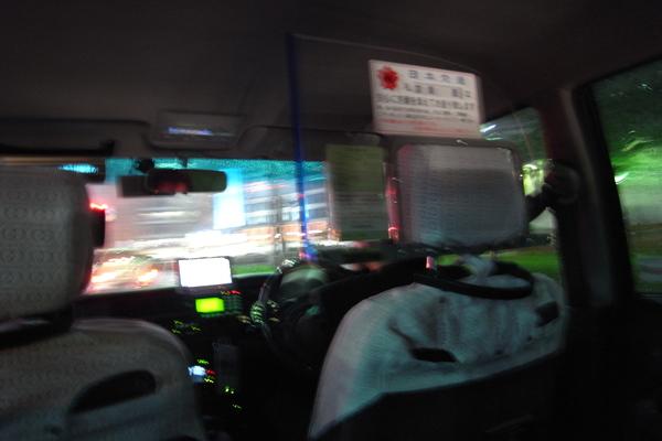 都廳出來下大雨,搭乘計程車回新宿車站
