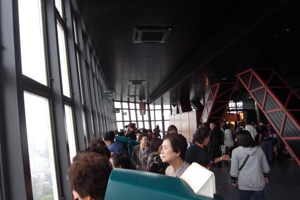 遊客很多,很多外國人
