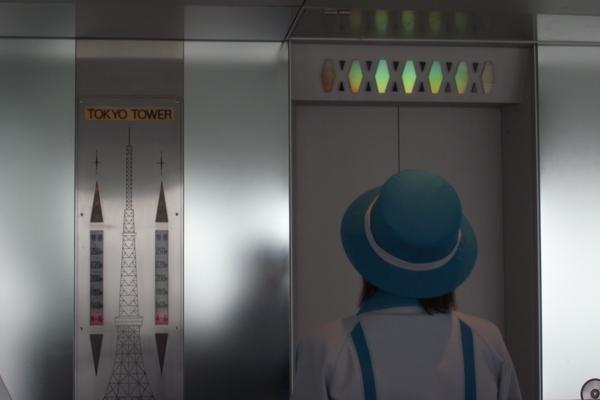 電梯小姐有穿制服