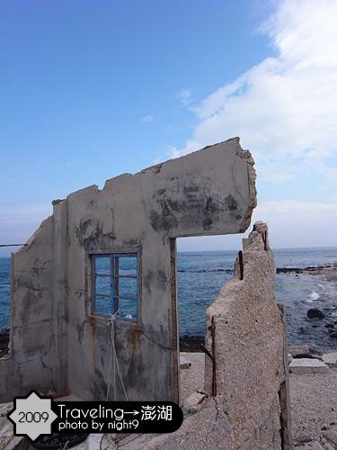 海邊的殘屋
