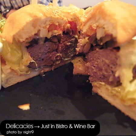 in Bistro & Wine Bar‧招牌牛肉起士漢堡