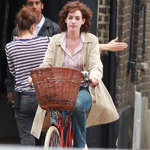 anne-hathaway-bike-one-day-500x500.jpg