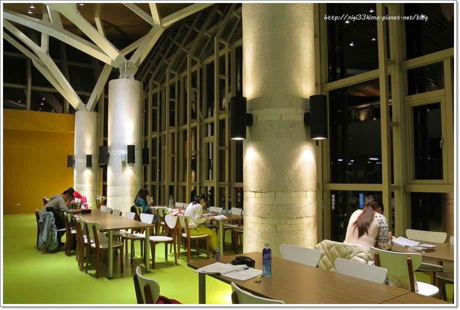 高雄市立圖書館河堤分館6.JPG