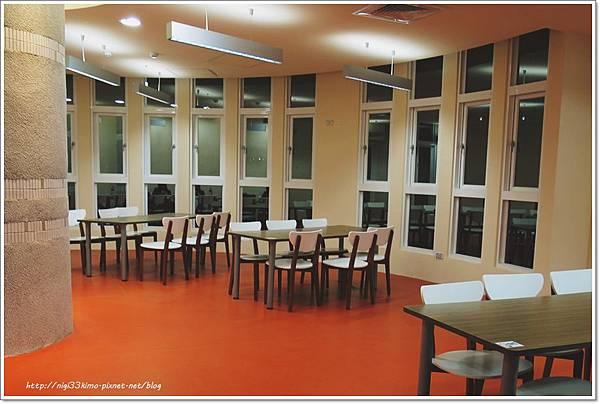 高雄市立圖書館河堤分館7.JPG
