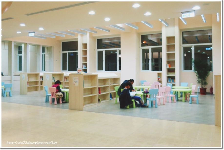 高雄市立圖書館河堤分館12.JPG